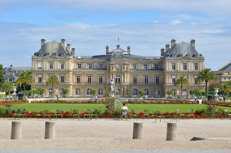 The Luxembourg Palace is located at 15 rue de Vaugirard in the 6th arrondissement of Paris